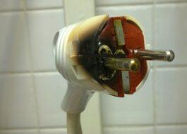 Сплавилась вилка у стиральной машины
