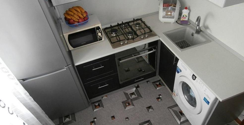 вариант размещение холодильника и стиральной машины