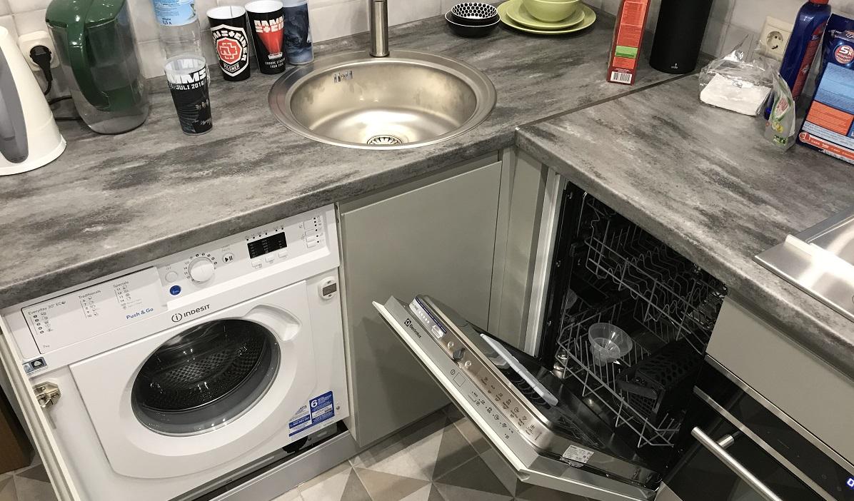 посудомойка и стиралка помещаются в маленькой кухне