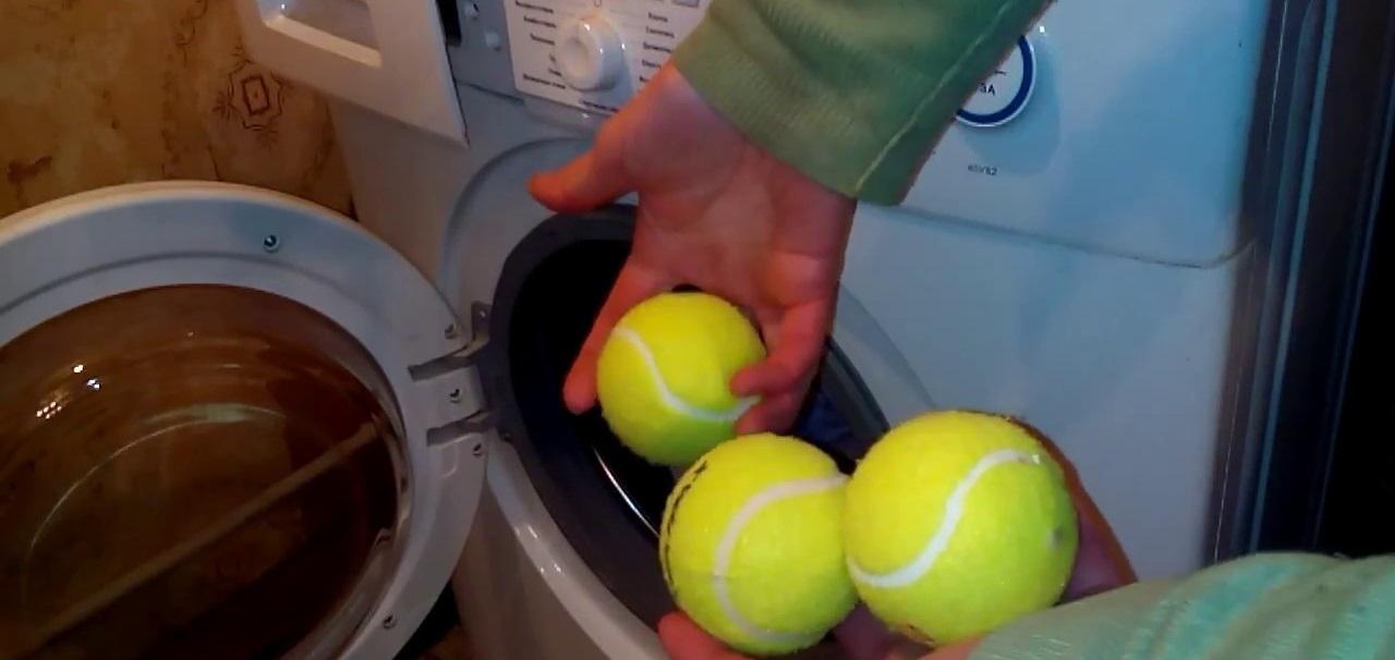 теннисные мячики в машинке