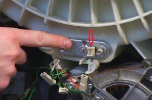 Как снять датчик температуры в стиральной машине?