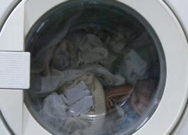 Что делать, если стиральная машина остановилась с водой?