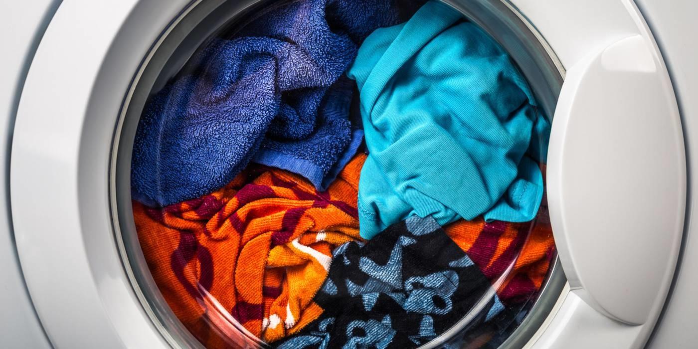 машинка стирает белье