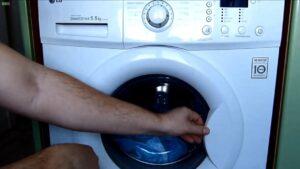 Как открыть заклинившую дверь в стиральной машине?