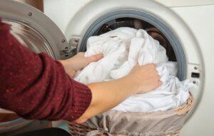 Почему белье в стиральной машине закручивается в комок?