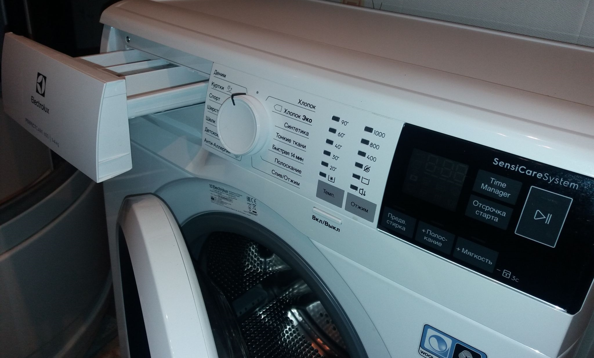 Electrolux PerfectCare 600 EW6S4R04W