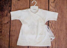 Надо ли стирать крестильную рубашку после крещения?