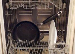 Можно ли мыть сковородку с антипригарным покрытием в посудомойке?
