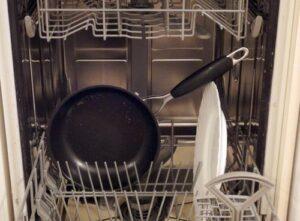 Можно ли мыть сковородку с антипригарным покрытием в посудомойке