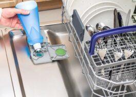 Сколько ополаскивателя лить в посудомоечную машину?