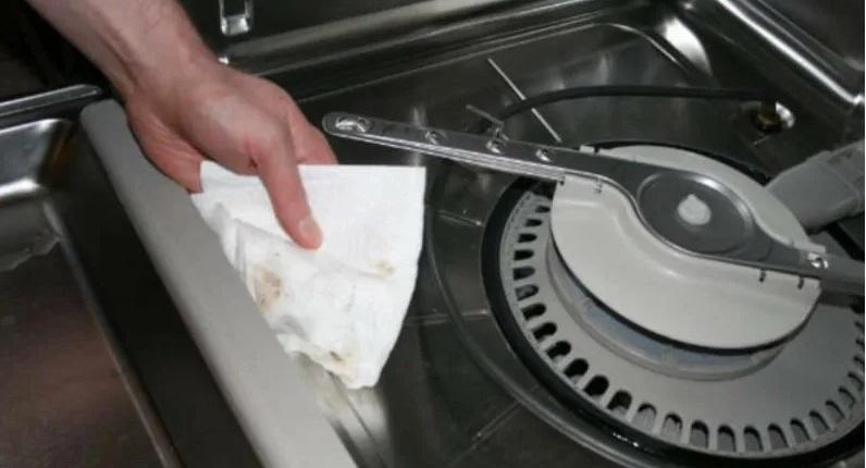 насухо протирайте посудомойку